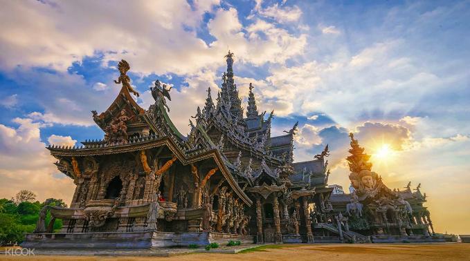 Ngôi đền hoàn toàn làm bằng gỗ nhưng không hề đóng đinh ở Pattaya