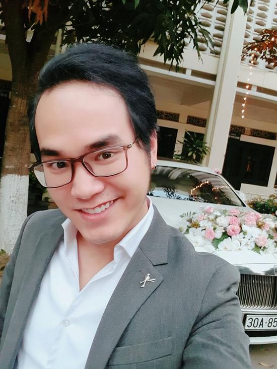 Nhạc sĩ Khắc Hưng, em trai Khắc Việt háo hức trong ngày cưới của anh trai.