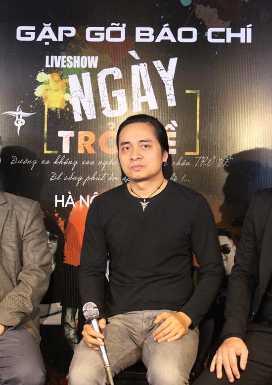 Trần Tuấn Hùng tại buổi gặp gỡ báo giới về đêm nhạc kỷ niệm 23 năm thành lập Bức Tường và hai năm ngày mất của Trần Lập.