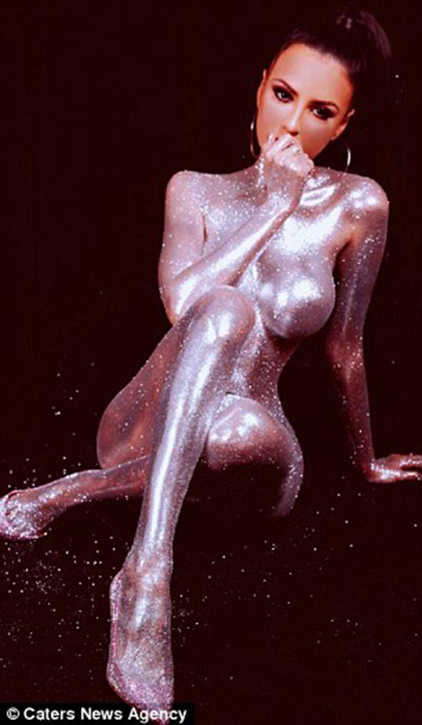 Hiện tại, Jennifer là người mẫu, diễn viên tự do. Cô không hề hối hận vì đã phải chi khoản tiền lớn cho việc thẩm mỹ vì giờ đây, cô vừa có khuôn mặt đẹp, thân hình quyến rũ lại vừa có thể kiếm tiền từ nó.