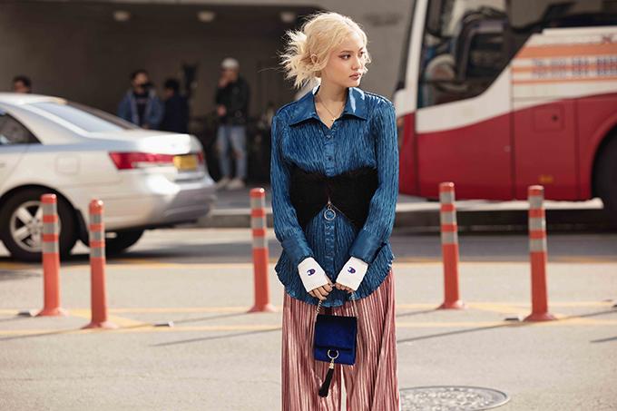 Fung La cho biết, 3 ngày tại Seoul Fashion Week đã cho mình nhiều trải nghiệm thú vị. Cô vô cùng phấn khởi vì lối ăn mặc của mình được nhiều bạn trẻ yêu thích, đặc biệt là cách gây được sự chú ý và tò mò bởi việc sử dụng những món đồ nội địa để mix đồ.