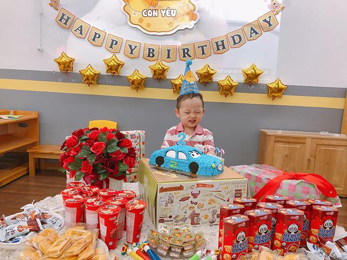Trên thực tế 25/3mới là sinh nhật của cậu nhóc nhưng hot girl Nhật ký Vàng Anh quyết định tổ chức sớm để con trai vui cùng các bạn vì hôm đó rơi vào cuối tuần.