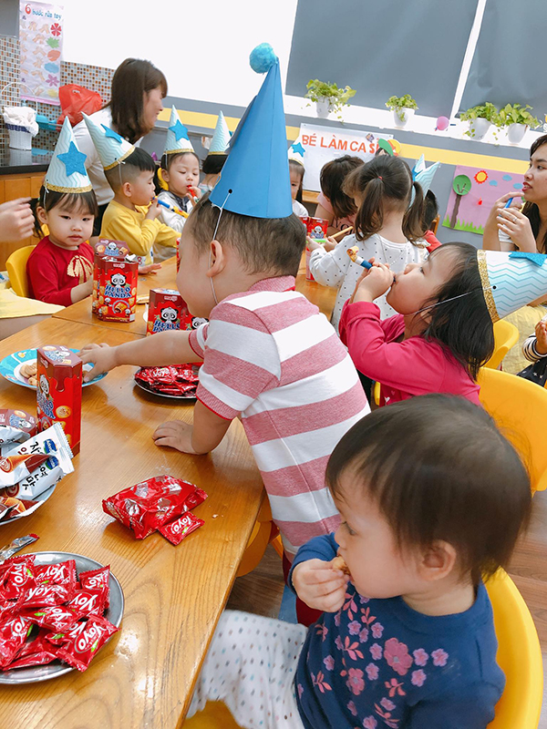 Ly kute tổ chức sinh nhật cho con trai ở lớp học - 4