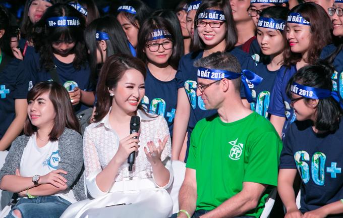 Hoa hậu HHen Niê và Á hậu Thuỵ Vân tuyên truyền về Giờ trái đất - 5