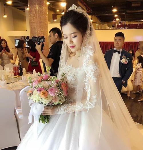 Cô dâu chú rể trong đám cưới.