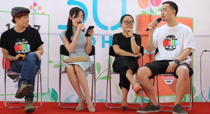 Hot girl còn khiến mọi người bất ngờ khi khoe giọng hát trong trẻo với ca khúc Cô bé mùa đông, sáng tác của Phạm Toàn Thắng.