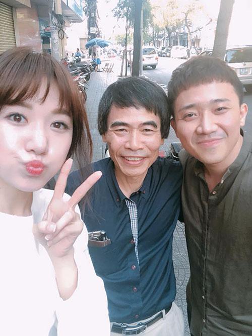 Vợ chồng Hari - Trấn Thành giao lưu cùng tiến sĩ Lê Thẩm Dương trong một chương trình truyền hình.