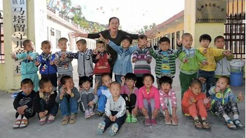 Ma Jun luôn dốc hết lòng vì các em học sinh.
