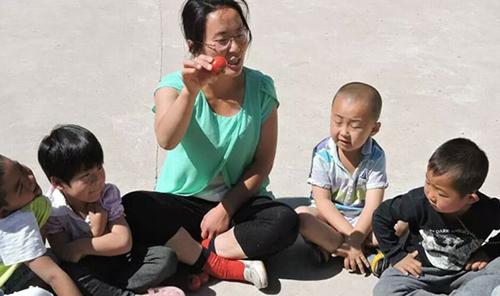 Ma Jun khuyến khích trẻ em học hỏi, hiểu biết nhiều lĩnh vực trong cuộc sống như ca hát, khoa học...
