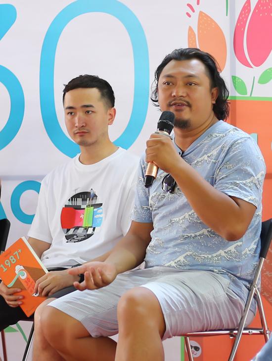 Phan Gia Nhật Linh, đạo diễn phim Em là bà nội của anh, Cô gái đến từ hôm qua cũng đến tham gia buổi giao lưu và chúc mừng nhóm tác giả của cuốn sách 1987.