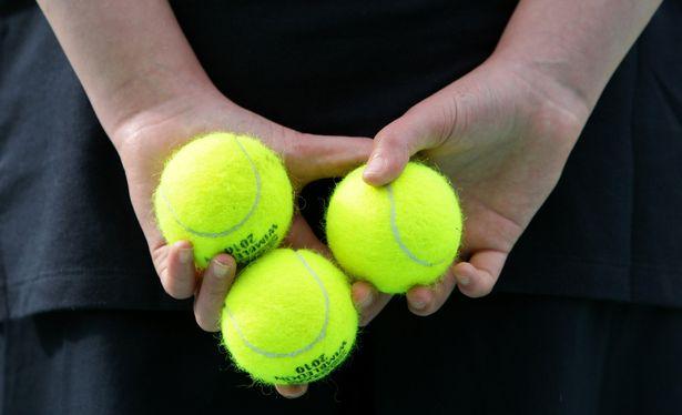 Những trái bóng tennis trở thành đề tài tranh cãi với màu sắc