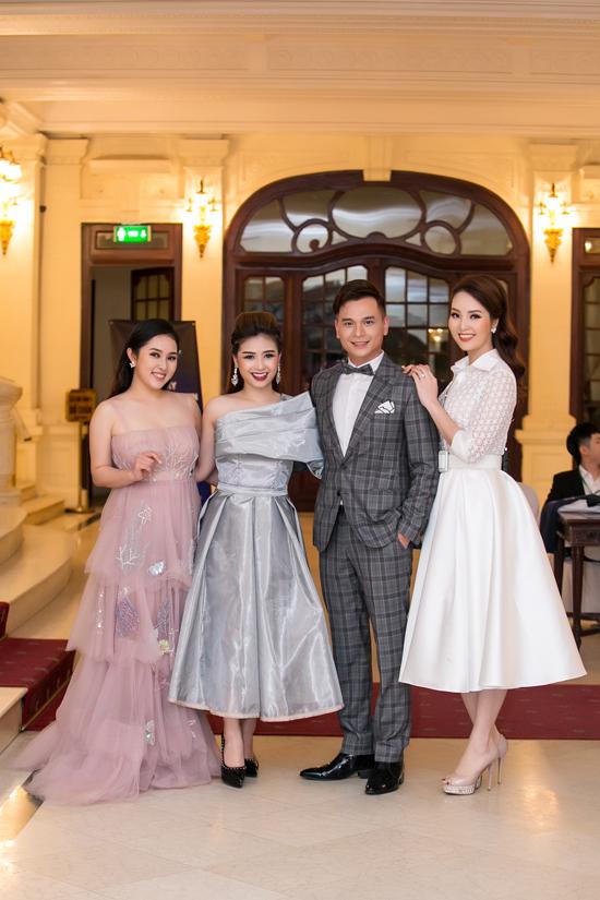 Hoa hậu HHen Niê và Á hậu Thuỵ Vân tuyên truyền về Giờ trái đất - 9