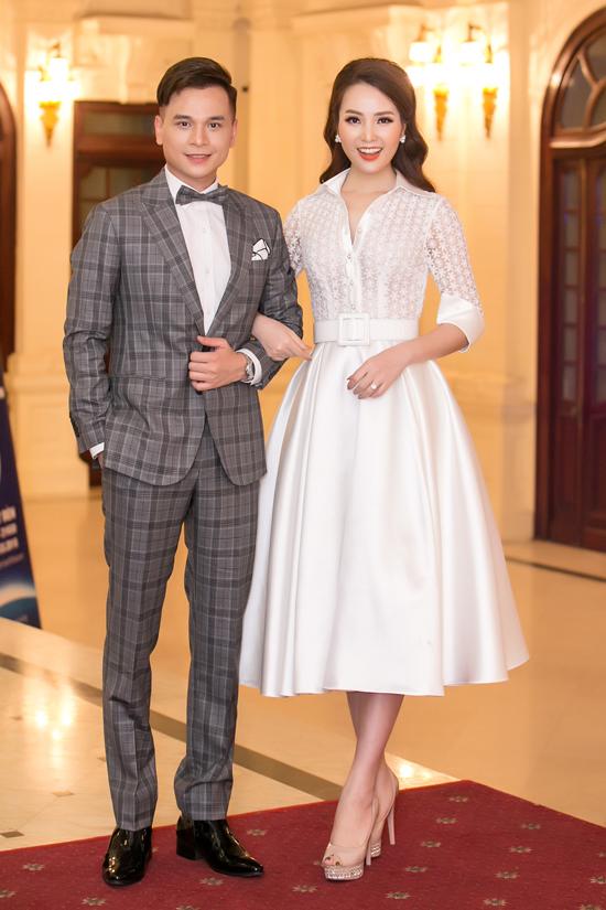Hoa hậu HHen Niê và Á hậu Thuỵ Vân tuyên truyền về Giờ trái đất - 10