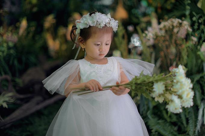 Cô nhóc là trái ngọt trong cuộc tình của diễn viên Hương Ga và ông xã Việt kiều. Tiết lộ về con gái cưng, Trang Trần nói, Kiến Lửa là một cô bé cá tính nhưng cũng sống rất tình cảm và quấn mẹ.