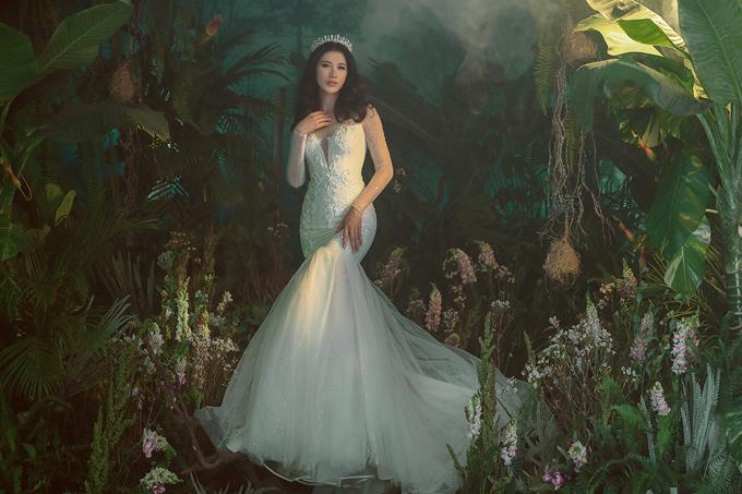 Khi khoác những mẫu váy cưới lộng lẫy, chân dài cũng mơ ước đến ngày lên xe hoa với ông xã Việt kiều. Hiện tại, do ông xã sống tại Mỹ và bận rộn với công việc nên cả hai vẫn chưa chọn được thời điểm thích hợp.