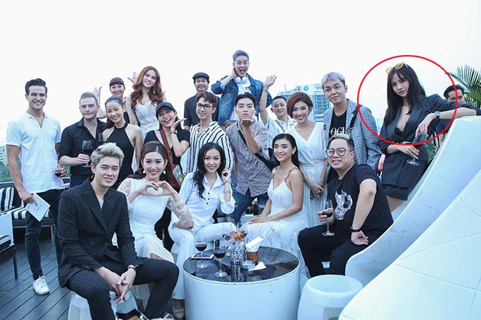 Kiều Ngân dự sự kiện cùng nhiều nghệ sĩ chiều 25/3. Hoa hậu Việt Nam toàn cầu tại Mỹ 2015 khoe nội y trong bộ váy kiểu vest xẻ ngực sâu.
