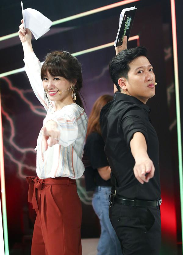 Trường Giang và Hari Won được mời cầm trịch show truyền hình mới.