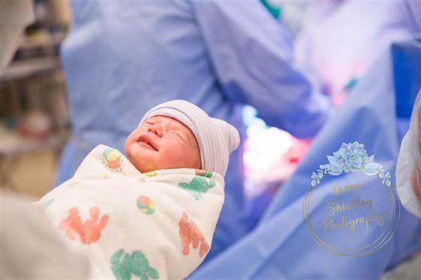 Taylor gặp nhiều khó khăn trong lần mang thai và sinh béSullivan. Ảnh:Laura Shockley.