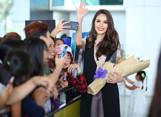 Izabele Coimbra từng là đối thủ của Hương Giang Idol tại Hoa hậu chuyển giới quốc tế 2018. Cô dừng chân tại top 6 chung cuộc.