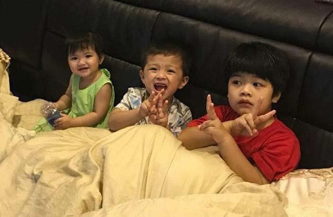 Trước đó, Oanh Yến đã có 3 con (hai trai một gái) đều đang ở tuổi mẫu giáo. Bé lớn nhất tên Gia Minh, hiện được 5 tuổi (áo đỏ).