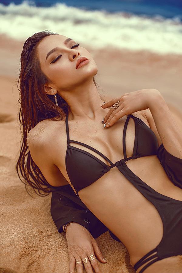Phương Trinh Jolie mặc áo tắm khoe dáng nóng bỏng - 3