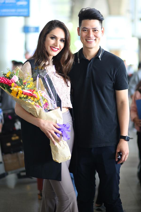 Nam vương Việt Nam 2010 Lê Khôi Nguyên có mối quan hệ thân thiết với Izabele. Anh mời cô đến Việt Nam tham gia một sự kiện và giao lưu với khán giả.