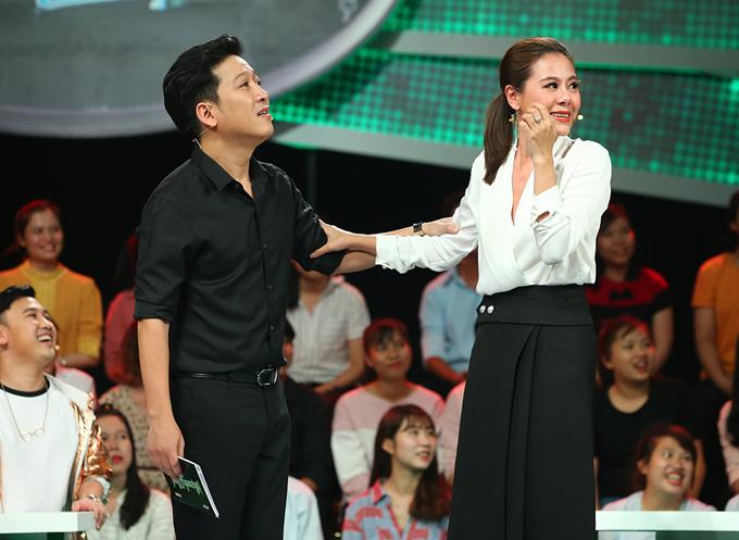 Diễn viên hài Nam Thư là khách mời của show Nhanh như chớp. Trường Giang luôn thân thiện, tạo cảm xúc cho bạn diễn trên sân khấu.