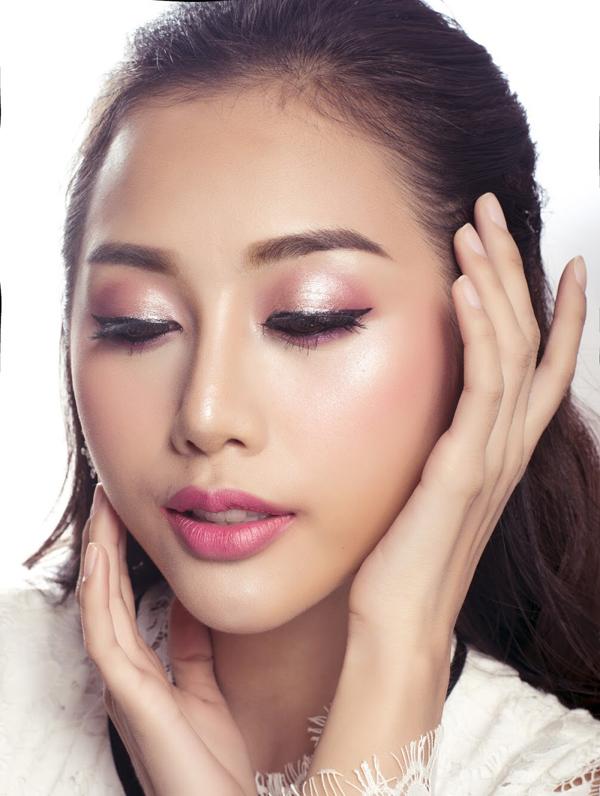 Bộ ảnh được thực hiện với sự hỗ trợ của Makeup & Hair: Lý Trường Giới, Fashion: EMILY, Photo: Quốc Lê.