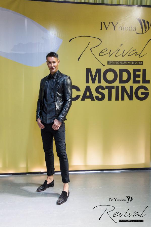 Cựu giám khảo Asian Next top model xuất hiện với bộ trang phụcđen thanh lịch.