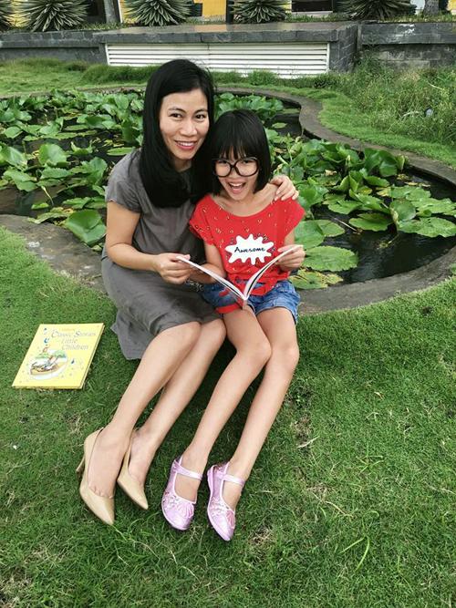 Chị Hà và con gái lớn tên thân mật là xu cùng th