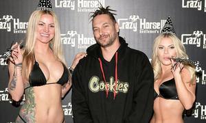 Chồng cũ Britney Spears đón sinh nhật bên các vũ công thoát y