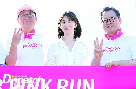 Song Hye Kyo tràn đầy năng lượng khi tham gia các hoạt động trong sự kiện marathon nâng cao nhận thức về căn bệnh ung thư vú.