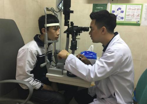 Đủ 18 tuổi trở lên, không có bệnh lý giác mạc, độ khúc xạ ổn định.... là điều quan trọng để có thể thực hiện phẫu thuật chữa cận.