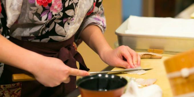 Yuki Chiyui rất tỉ mỉ trong việc quản lý nhà hàng từ khâu tuyển chọn đầu bếp đến sử dụng nguyên liệu.