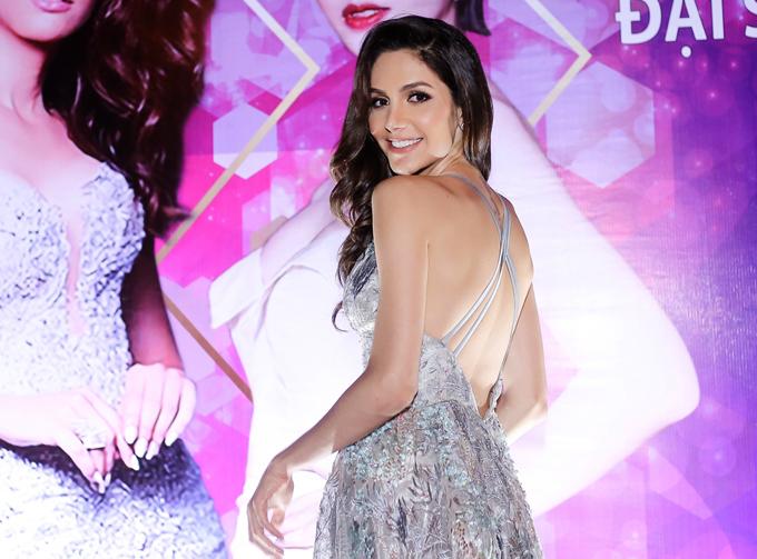 Top 6 Hoa hậu chuyển giới quốc tế 2018 khoe lưng trần quyến rũ trước ống kính.