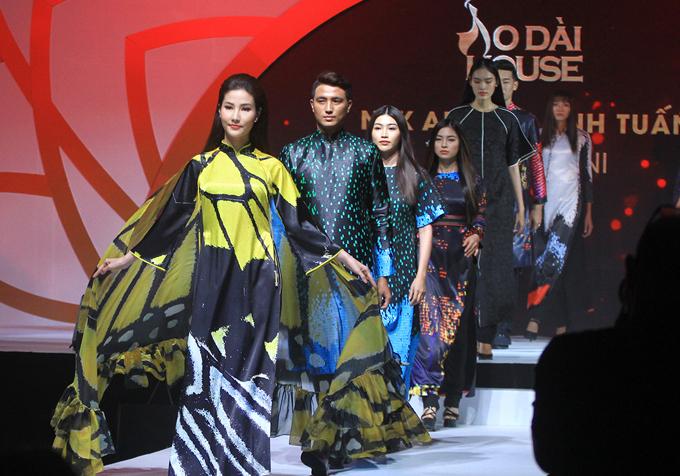 Diễm My giữ vị trí vedette trong màn giới thiệu các mẫu áo dài cách điệu màu tối.