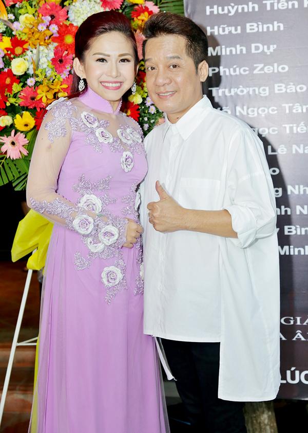 Nghệ sĩ Minh Nhí đóng vai bố chồng của Bình Tinh trong phim. Anh hết lời khen ngợi khả năng diễn xuất và tác phong làm việc chuyên nghiệp của đàn em.