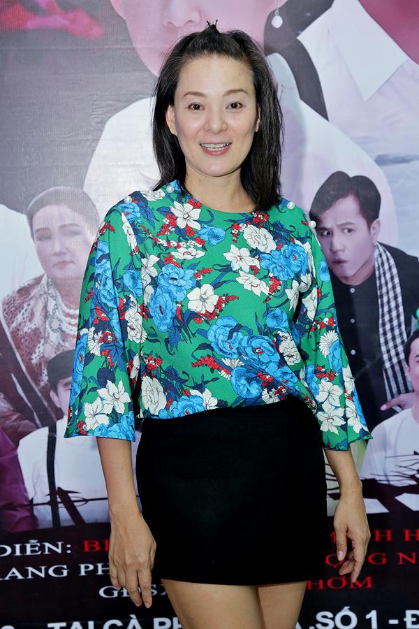 Diễn viên, cựu người mẫu Huỳnh Trang Nhi ăn mặc trẻ trung, năng động dự sự kiện.