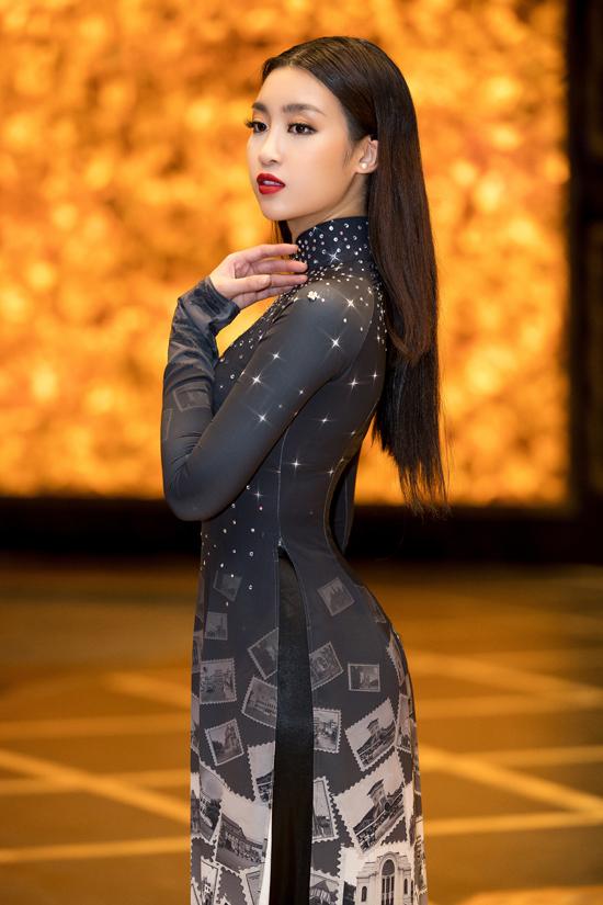 Đỗ Mỹ Linh gây ấn tượng khi diện áo dài 10 mét - 2