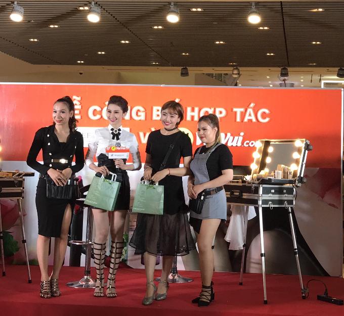 Sự kiện còn có sự góp mặt của ca sĩ Lương Minh Trang và người đẹp Chi Nguyễn.