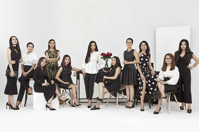 Trong mùa thời trang xuân hè 2018, thương hiệu Karen Milen lan tỏa tinh thần tự tin và vẻ đẹp quyến rũ toát ra từ bên trong của phái đẹp qua lời kêu gọi ấn tượng Be More Karen. Bộ sưu tập như hiện thân cho tuyên ngôn mạnh mẽ về vẻ đẹp và tinh thần của người phụ nữ trong thời đại ngày nay: thành công, tự tin và đầy sức hút.