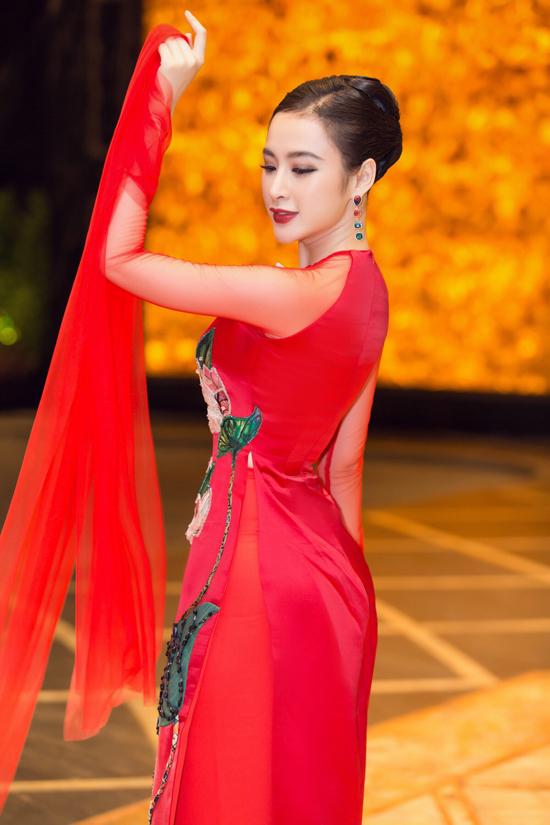 Angela Phương Trinh biểu diễn xuất thần trong show Thủy Nguyễn - 3