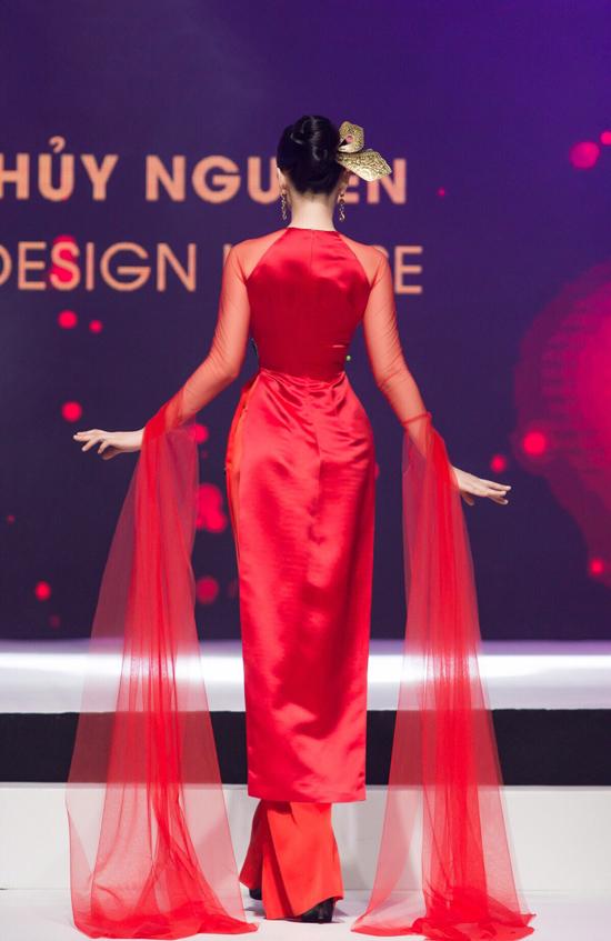 Angela Phương Trinh biểu diễn xuất thần trong show Thủy Nguyễn - 2