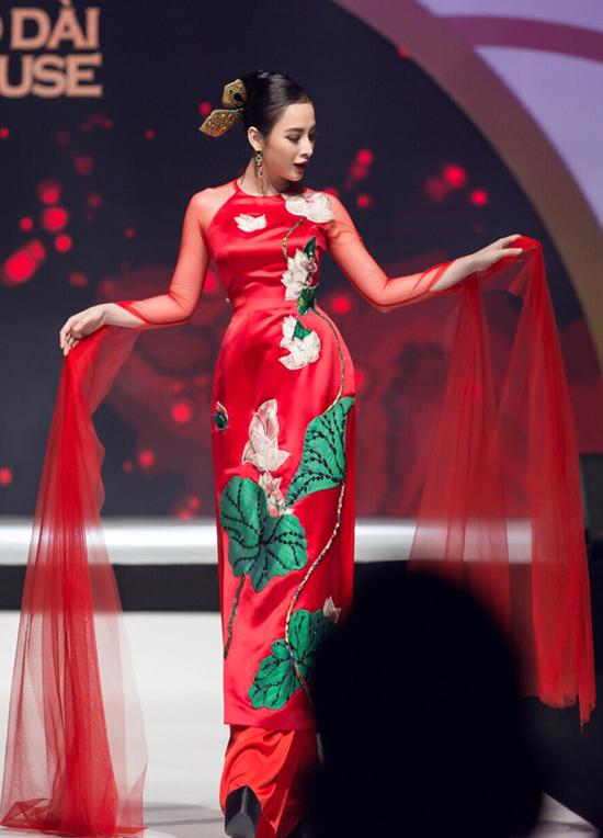 Angela Phương Trinh biểu diễn xuất thần trong show Thủy Nguyễn - 1