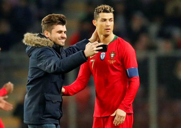 Nhà đương kim vô địch châu Âu thi đấu giao hữu với Cơn lốc màu da cam trên sân Stade de Geneve