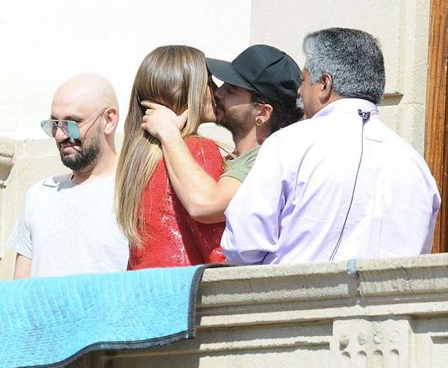 Heidi và người tình mới hôn nhau ở trường quay.