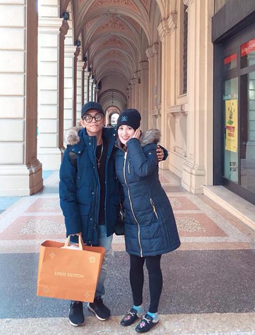 Vợ chồng Khánh Thi - Phan Hiển đang có chuyến đi tới Italy.