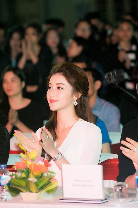 Á hậu cho biết, dù bận rộn với nhiều hoạt động nhưng cô luôn hào hứng nhận lời các sự kiện của sinh viên, học sinh.