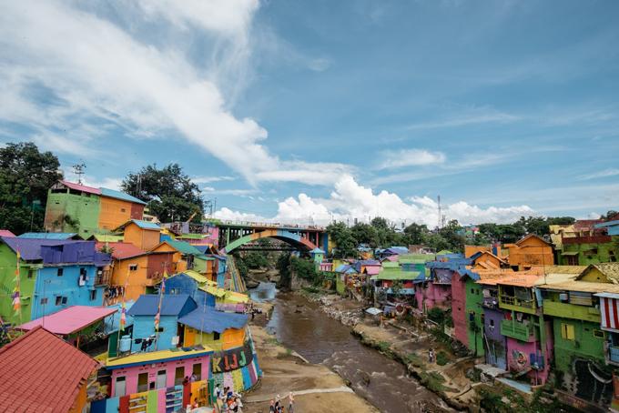 Làng cầu vồng được cứu sống từ khu ổ chuột ở Indonesia - 1