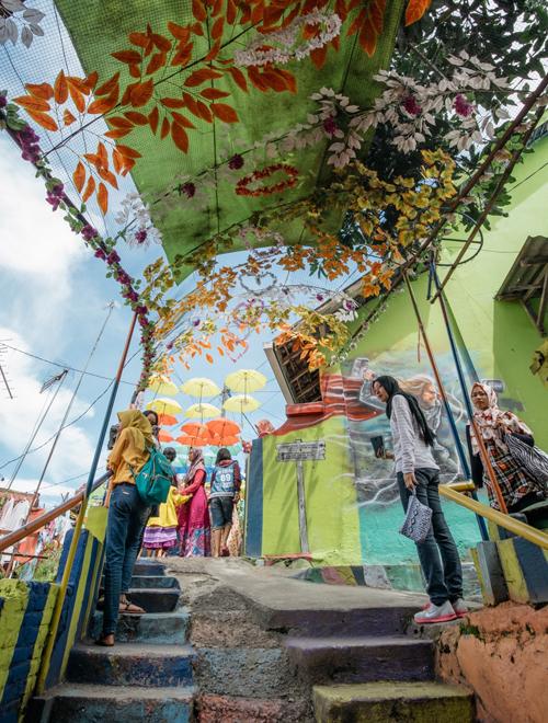 Làng cầu vồng được cứu sống từ khu ổ chuột ở Indonesia - 11